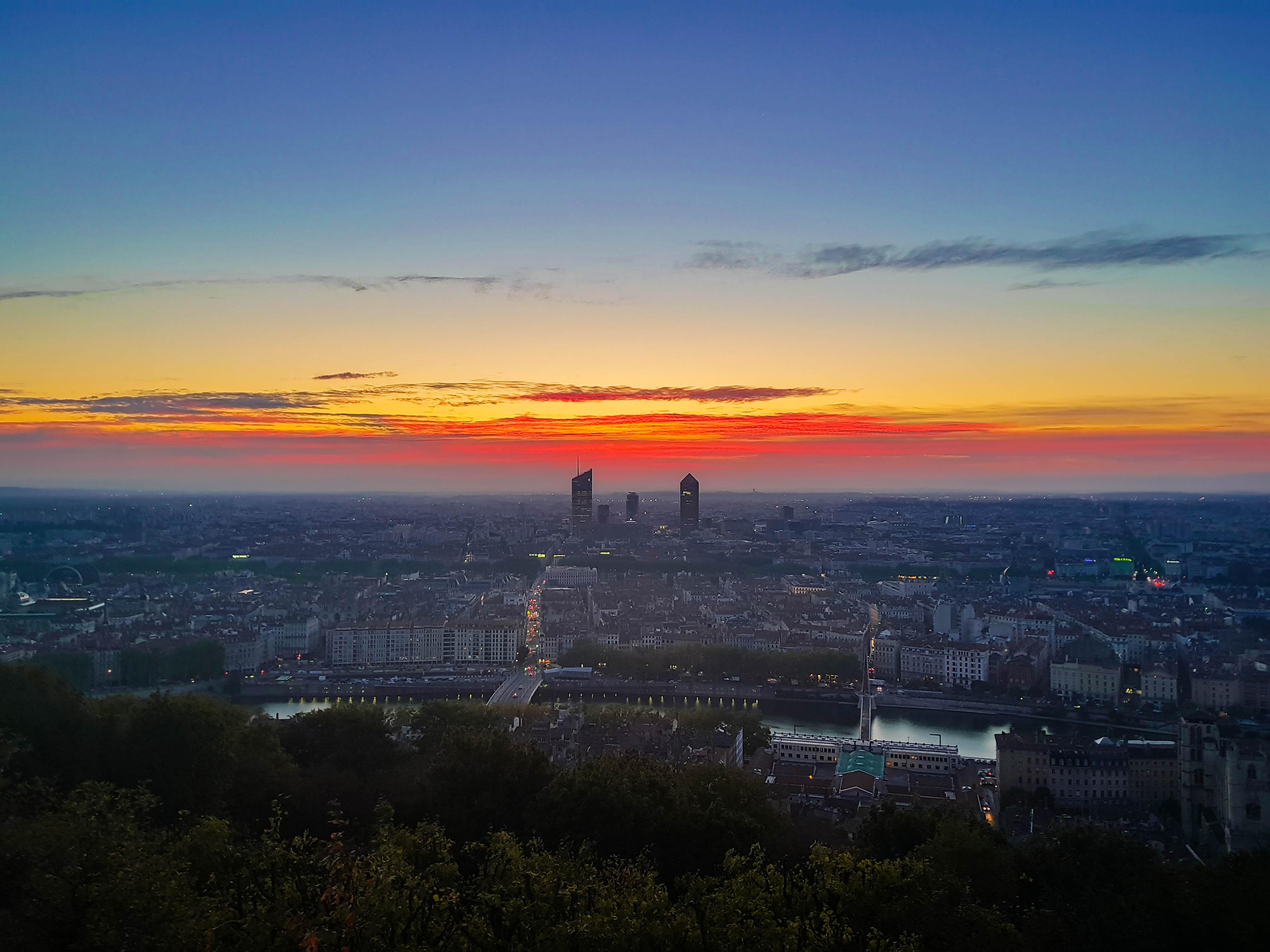 La Fibre optique à Lyon forfaits, carte et éligibilité pour les entreprises